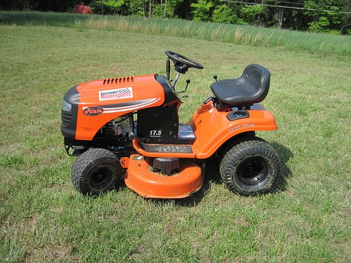Choosing The Best Mower Lawn Tires For Hills Midwest Traction